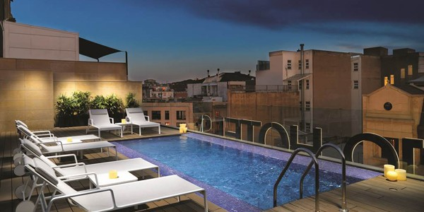 Barcelona: 4 Star Award Winner w/ Breakfast & Rooftop Pool