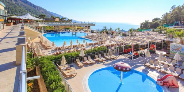 Turkey: 5 Star All Inclusive w/ Spa, Waterslides & Flights